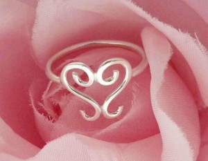 'Scrolled Heart' Ring